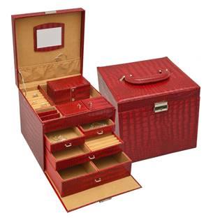 Červená koženková šperkovnice