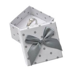 Dárková krabička na prsten bílá - šedé puntíky