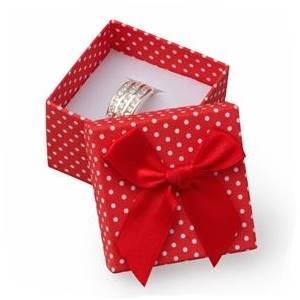 Dárková krabička na prsten červená - bílé puntíky