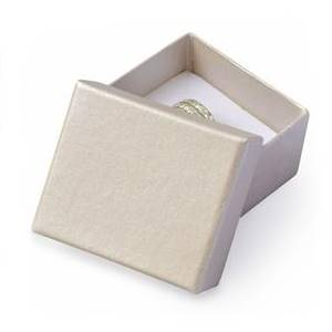 Dárková krabička na prsten nebo náušnice smetanová