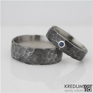 Kované snubní prsteny Draill Safír tmavý - pár