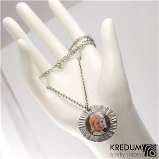 Kovaný ocelový medailon s fotografií
