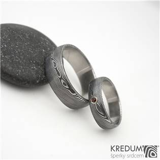 KS1001-GR Dámský prsten damasteel PRIMA s granátem