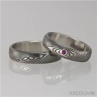 KS1001-RB Dámský snubní prsten damasteel PRIMA s rubínem