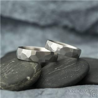 Ocelové snubní prsteny Skalák matné, diamant 2.0 mm - pár