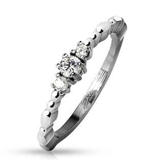 Ocelový prsten se 3mi zirkony, vel. 51