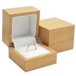 Plastová krabička na prsten - imitace dřeva