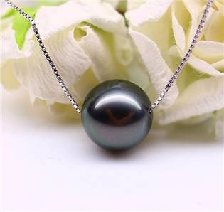 Stříbrný řetízek s černou perličkou